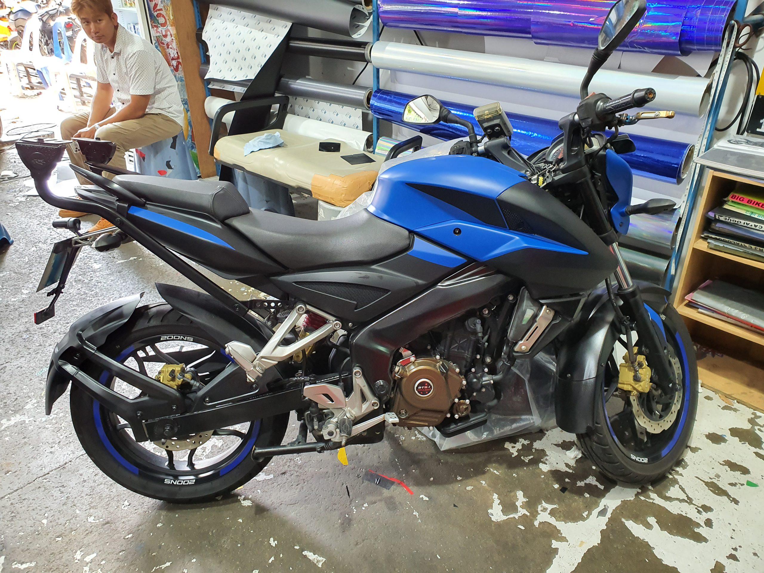 Bajaj Pulsar NS200 Matte Blue Wrap