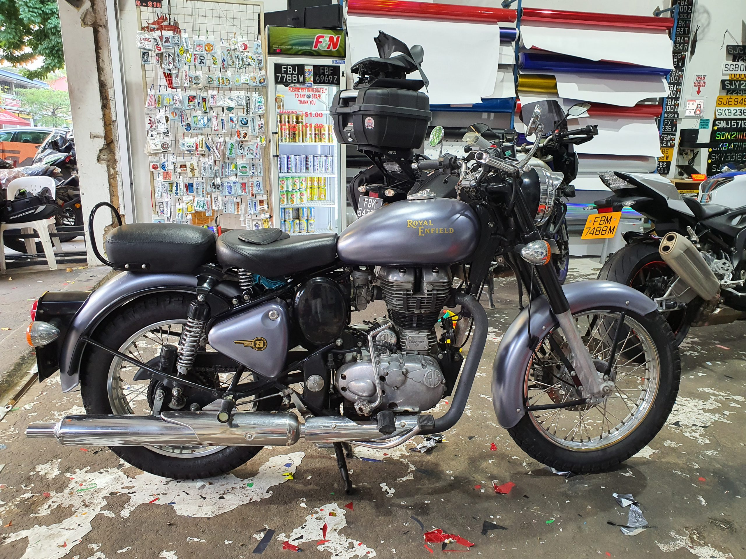 Royal Enfield 300 Classic