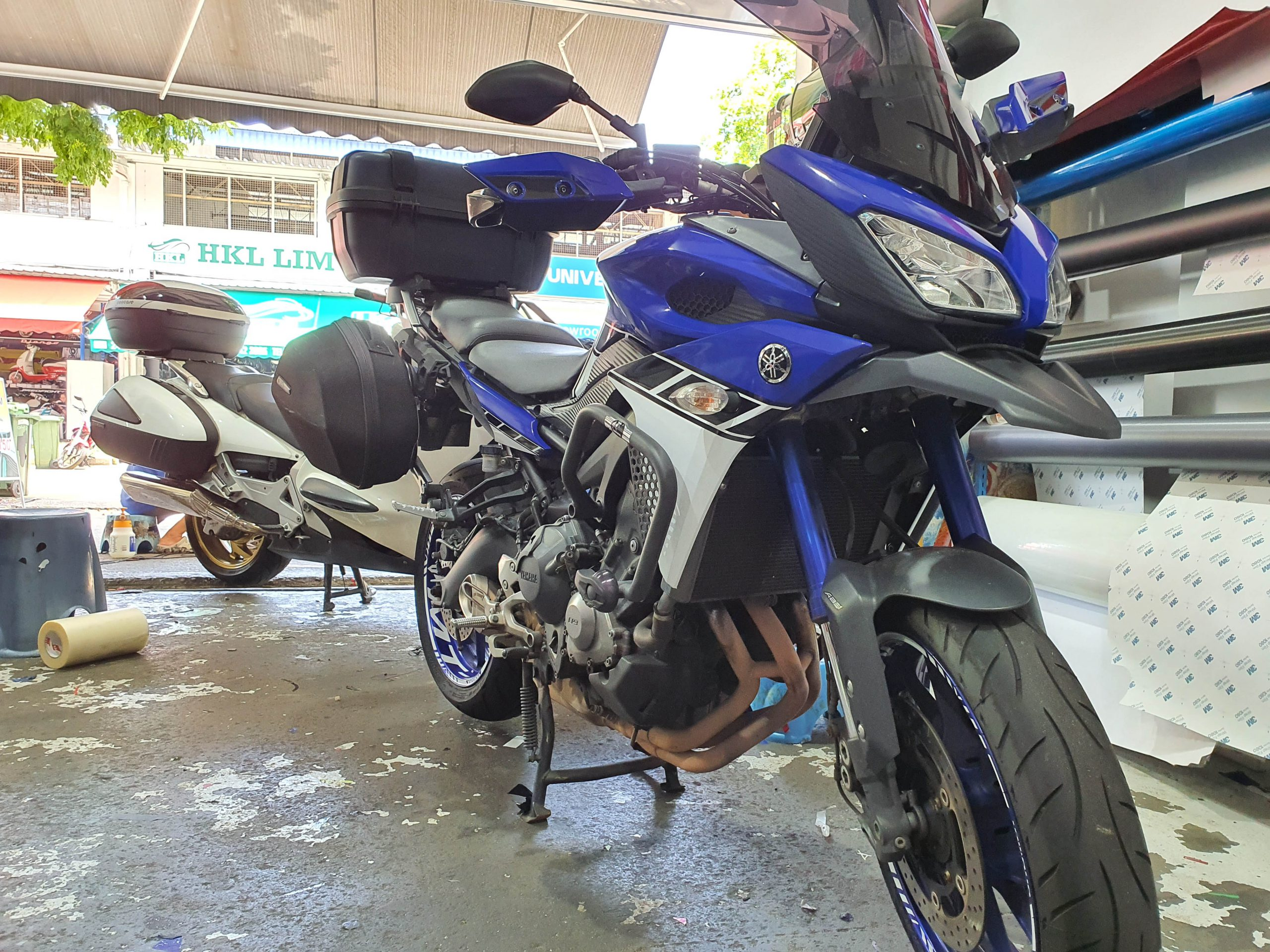 Yamaha MT-09 Classic Design in Metallic Blue Front Profile