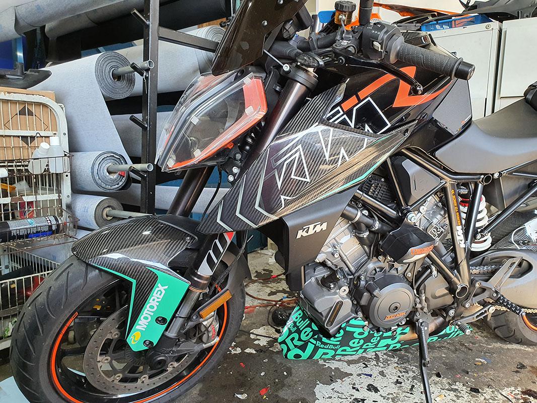 KTM SuperDuke 1290R Redbull